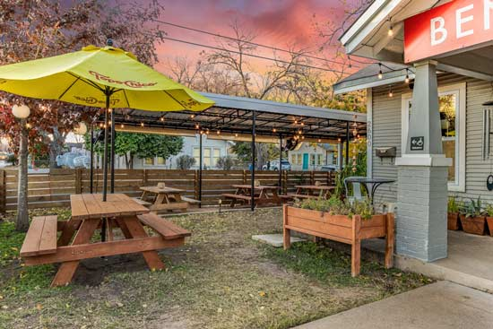 healthy outdoor dining in Austin TX at Bento Picnic